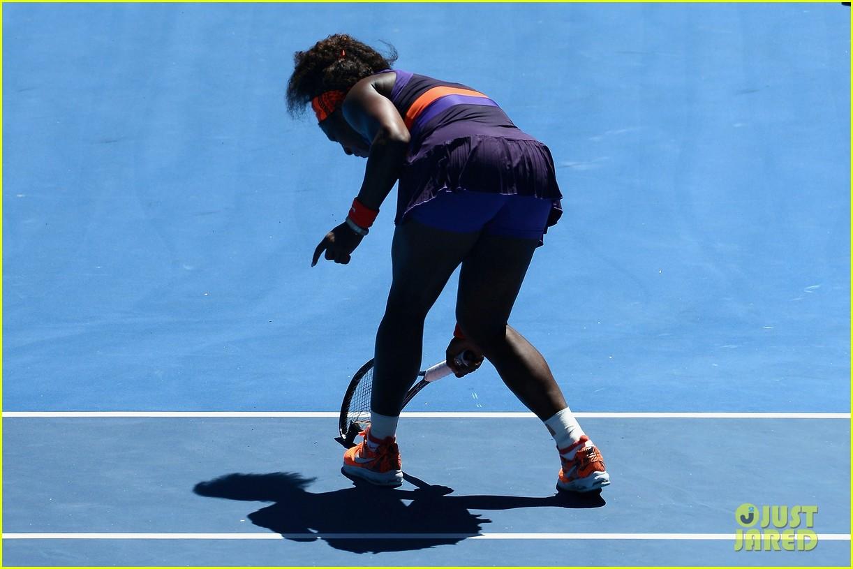 serena williams reveals swollen ankle after breaking racquet 21