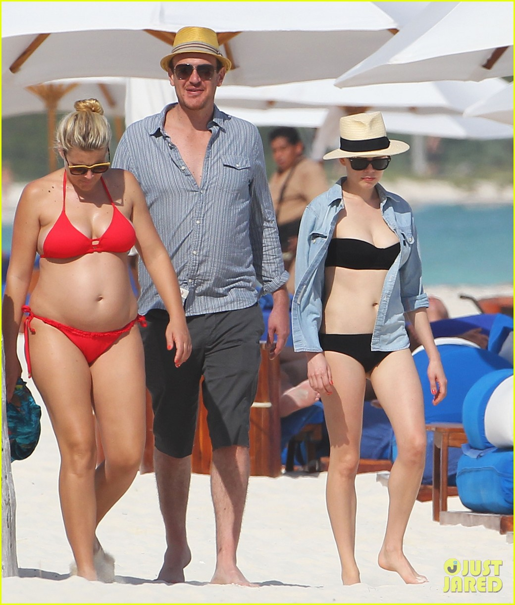 michelle williams busy phillips bikini beach gals with jason segel 012784805