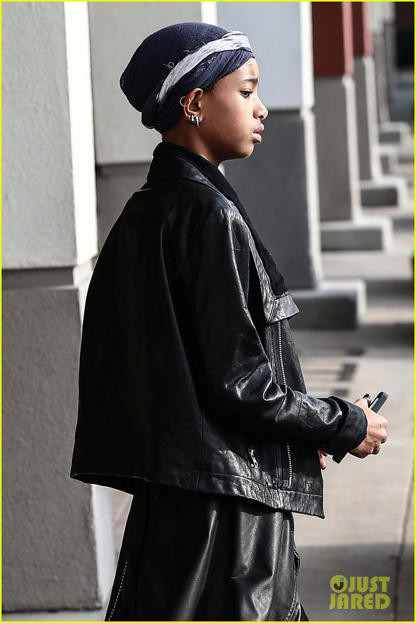 willow smith layers her leather 05