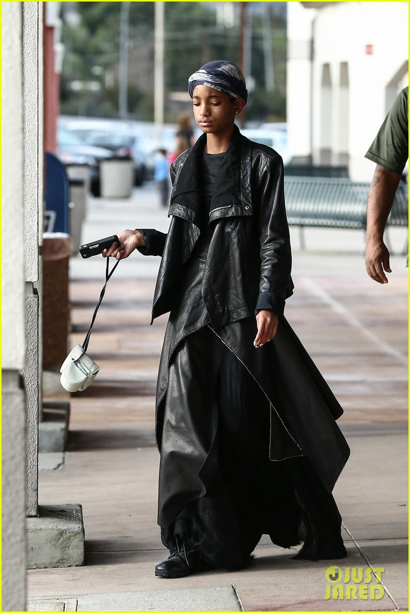 willow smith layers her leather 112797368