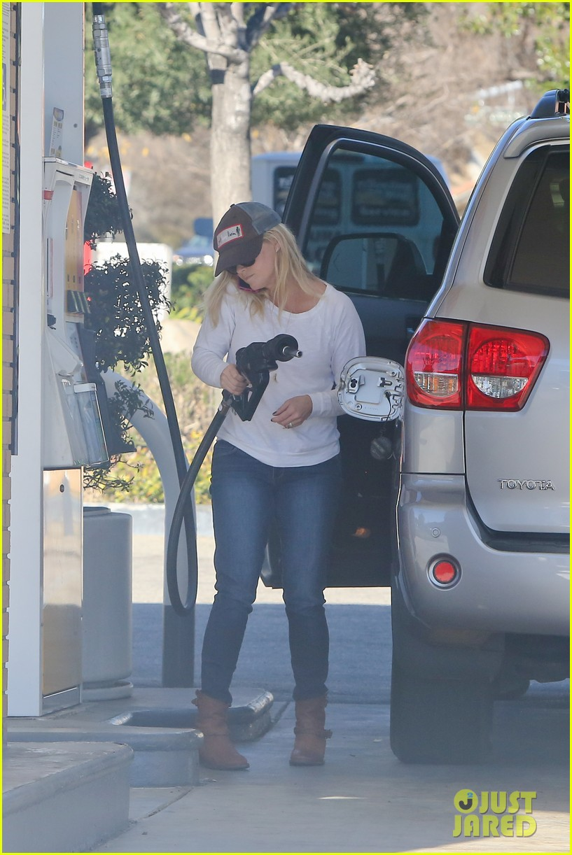 reese witherspoon sunday errands with deacon 052795856