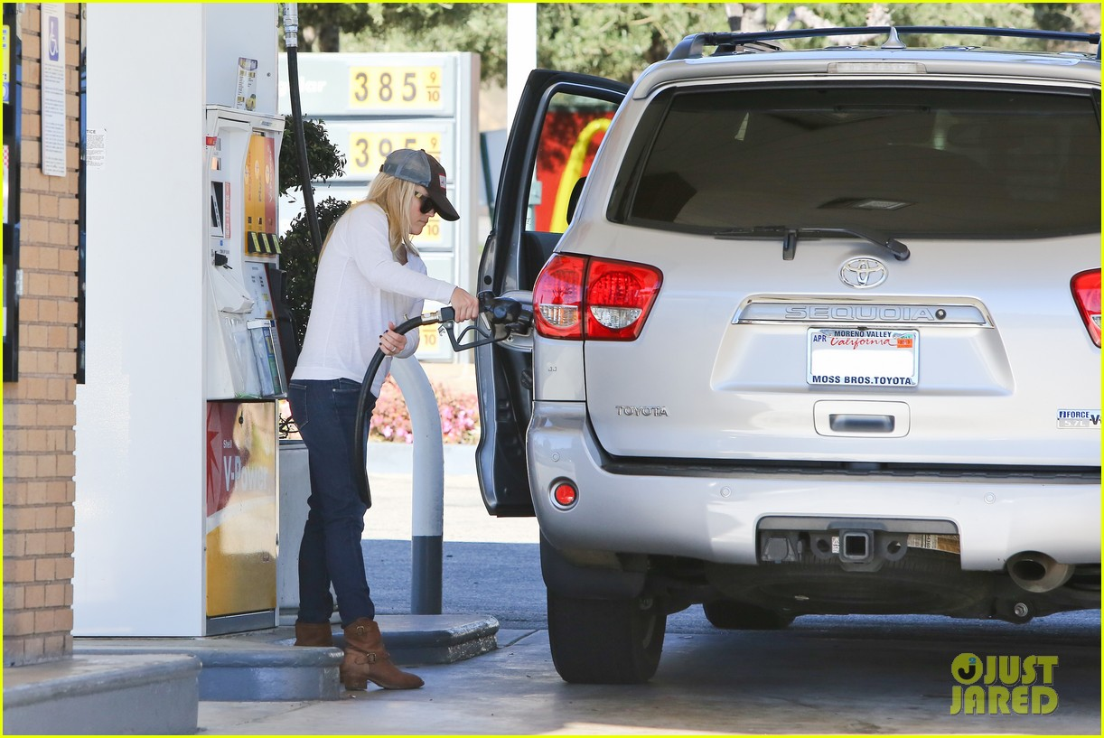 reese witherspoon sunday errands with deacon 102795861