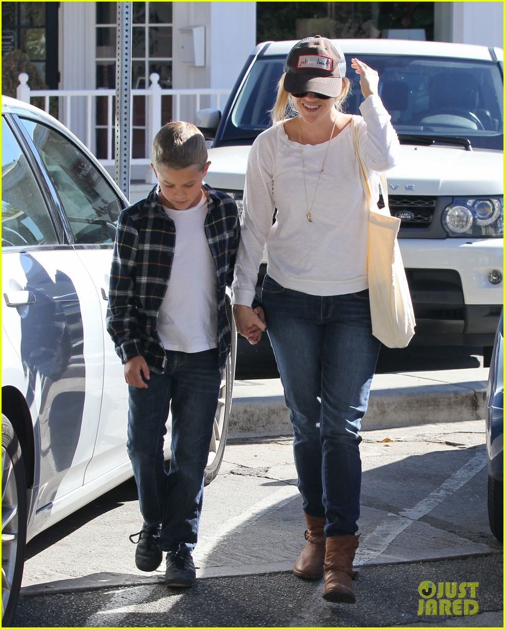 reese witherspoon sunday errands with deacon 122795863