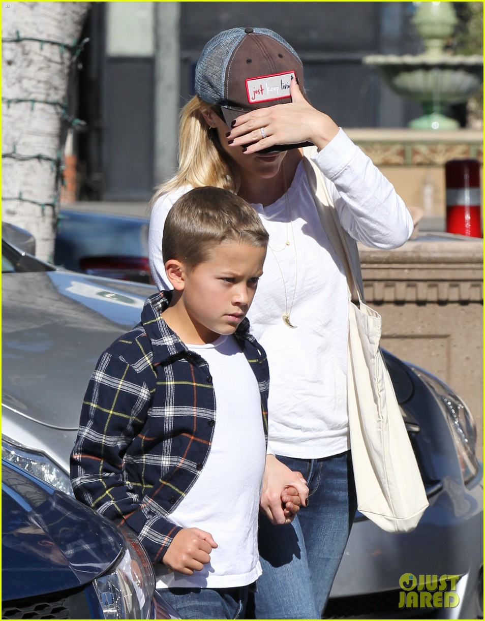 reese witherspoon sunday errands with deacon 142795865