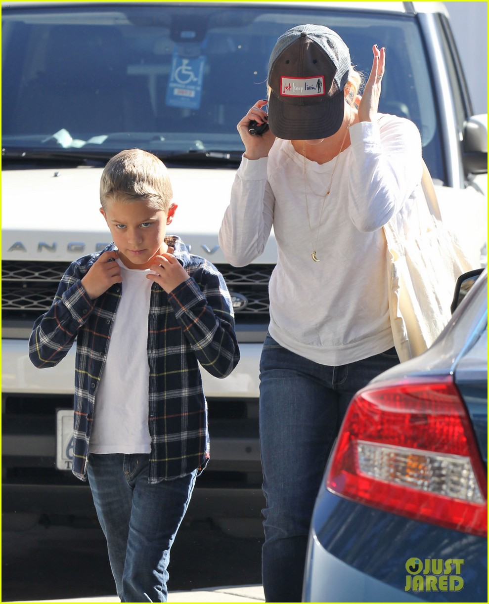 reese witherspoon sunday errands with deacon 152795866