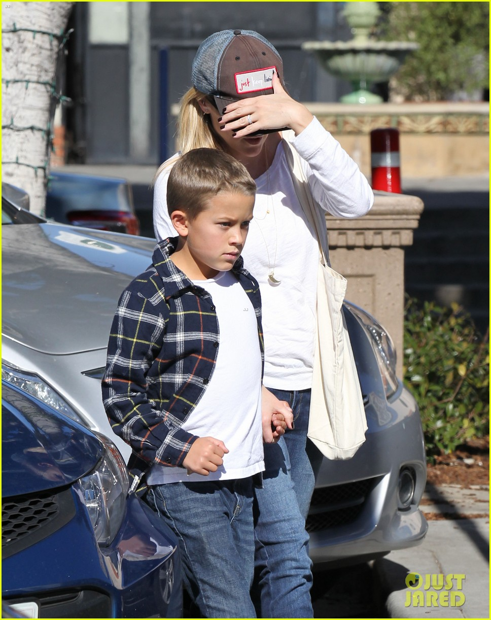 reese witherspoon sunday errands with deacon 162795867