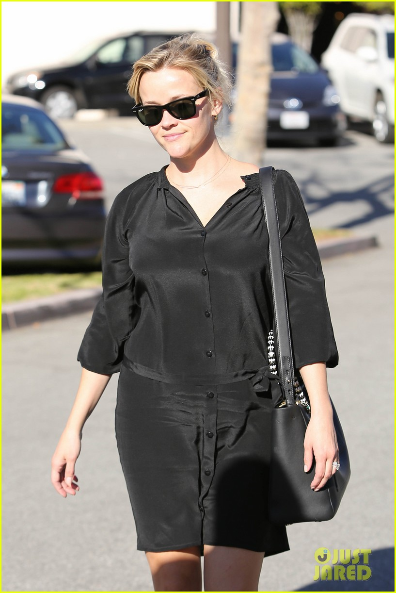 reese witherspoon sugarfish sushi lunch 022793897
