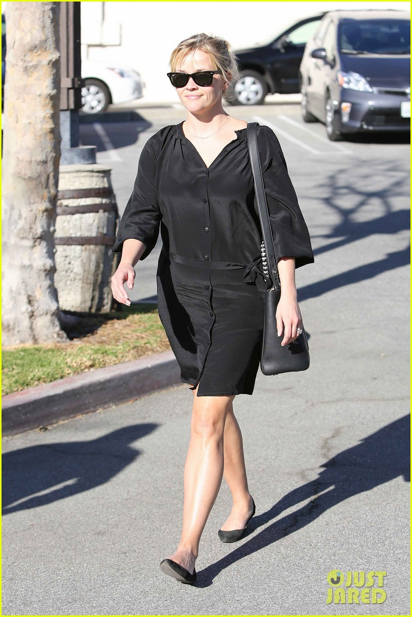reese witherspoon sugarfish sushi lunch 052793900
