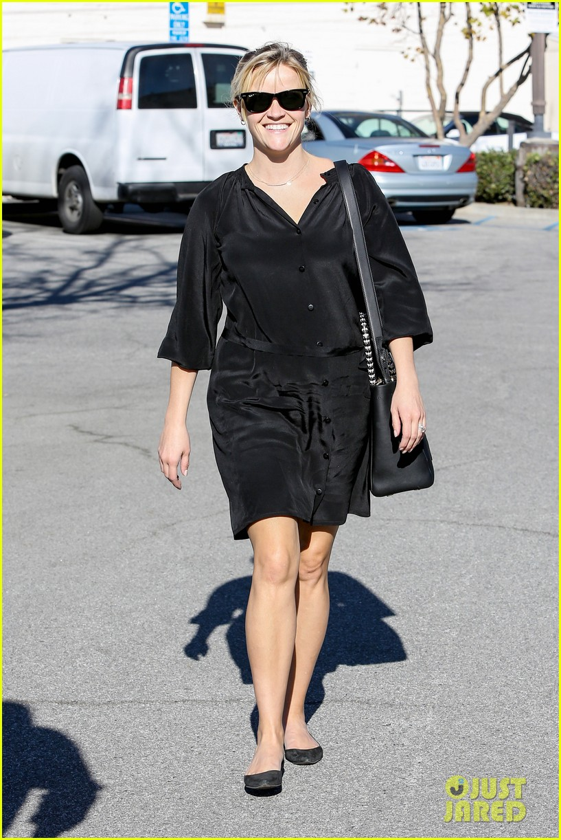 reese witherspoon sugarfish sushi lunch 082793903