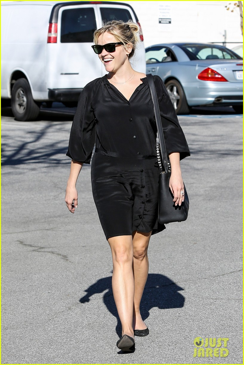 reese witherspoon sugarfish sushi lunch 102793905
