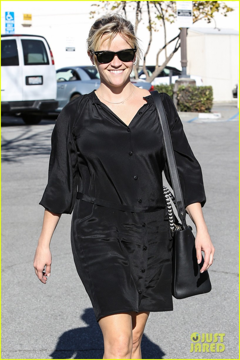reese witherspoon sugarfish sushi lunch 112793906