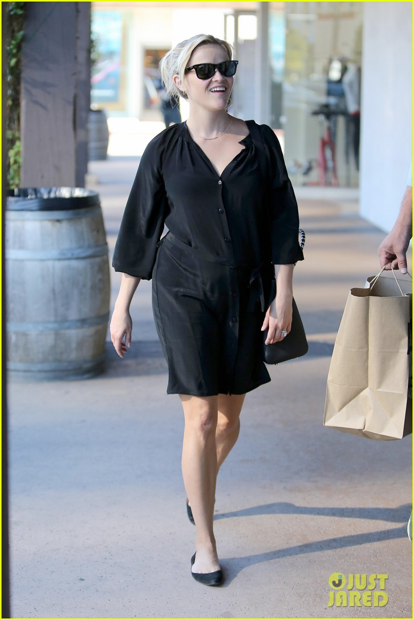 reese witherspoon sugarfish sushi lunch 142793909