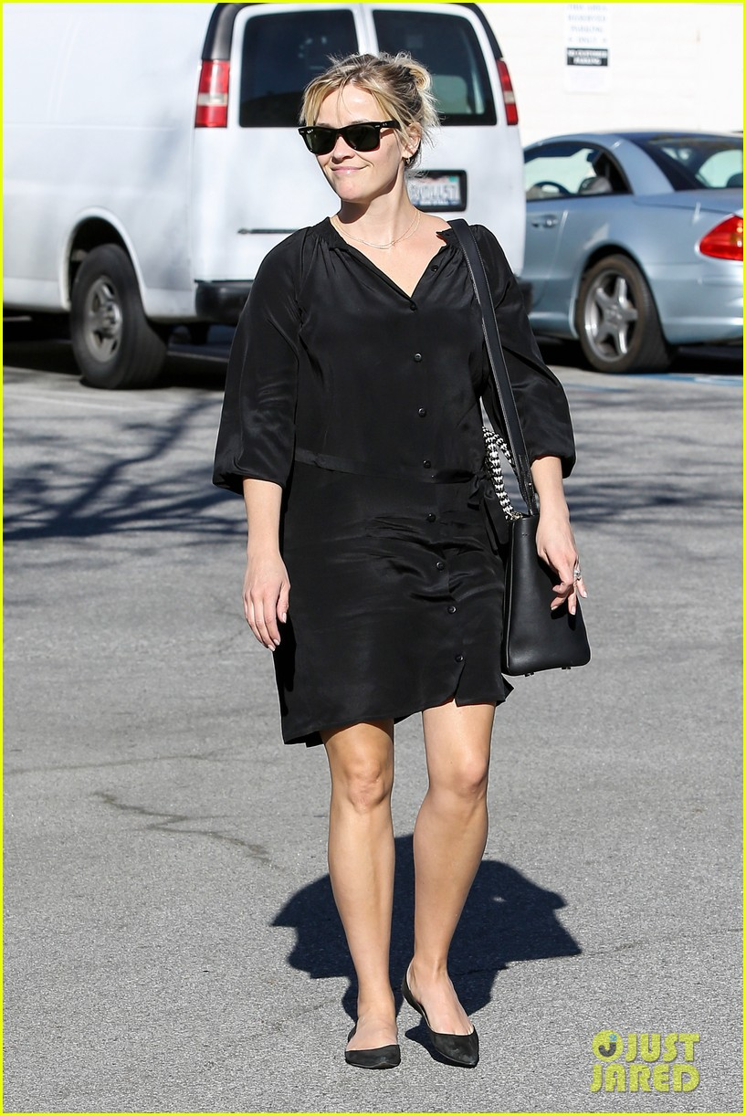 reese witherspoon sugarfish sushi lunch 162793911