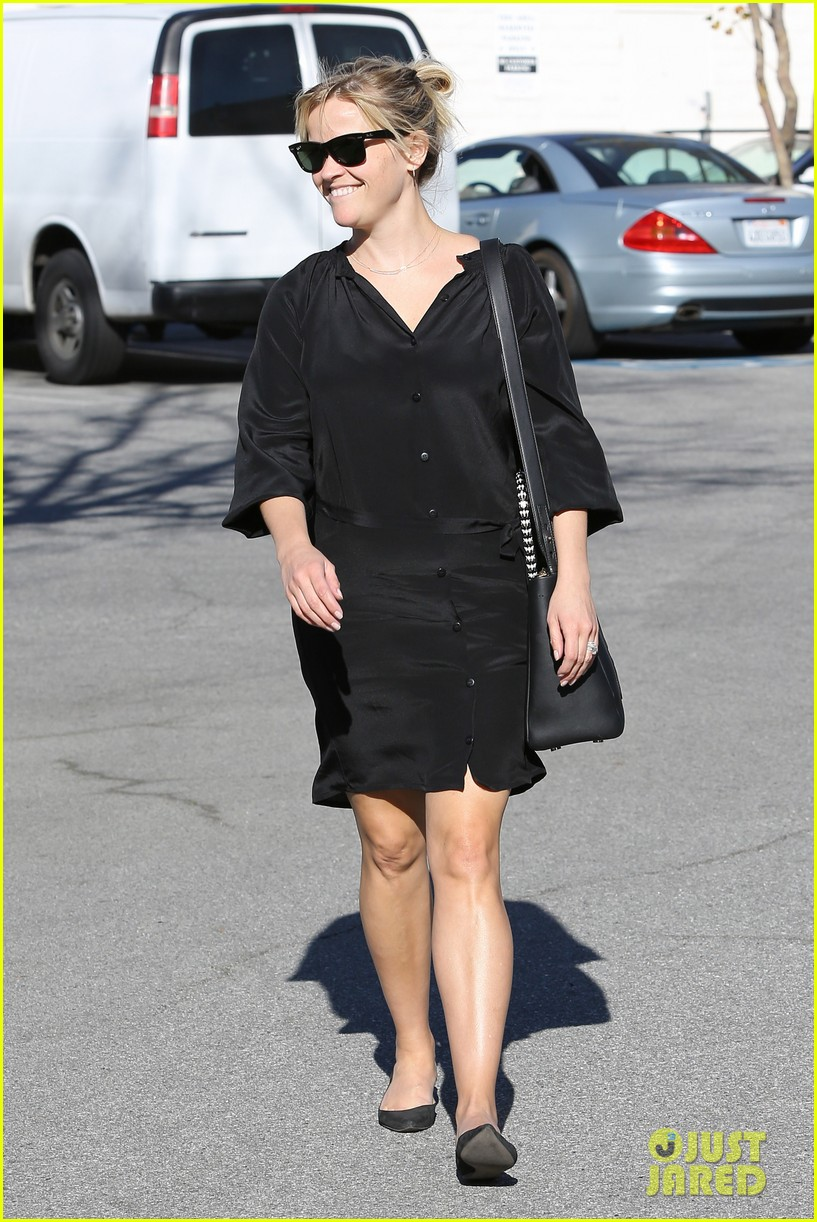reese witherspoon sugarfish sushi lunch 172793912