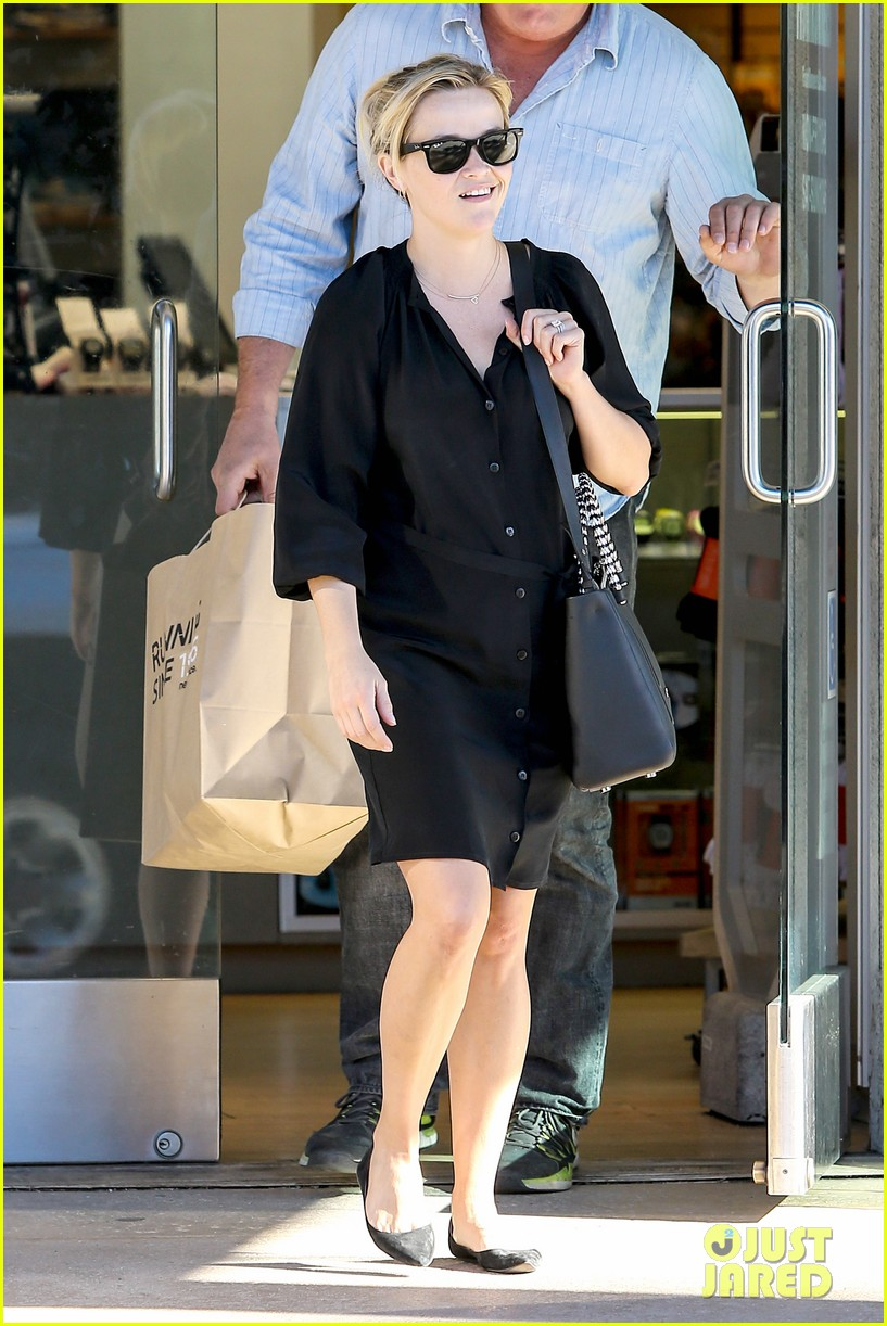 reese witherspoon sugarfish sushi lunch 182793913