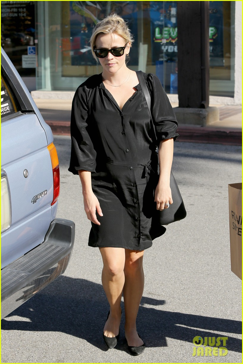 reese witherspoon sugarfish sushi lunch 202793915