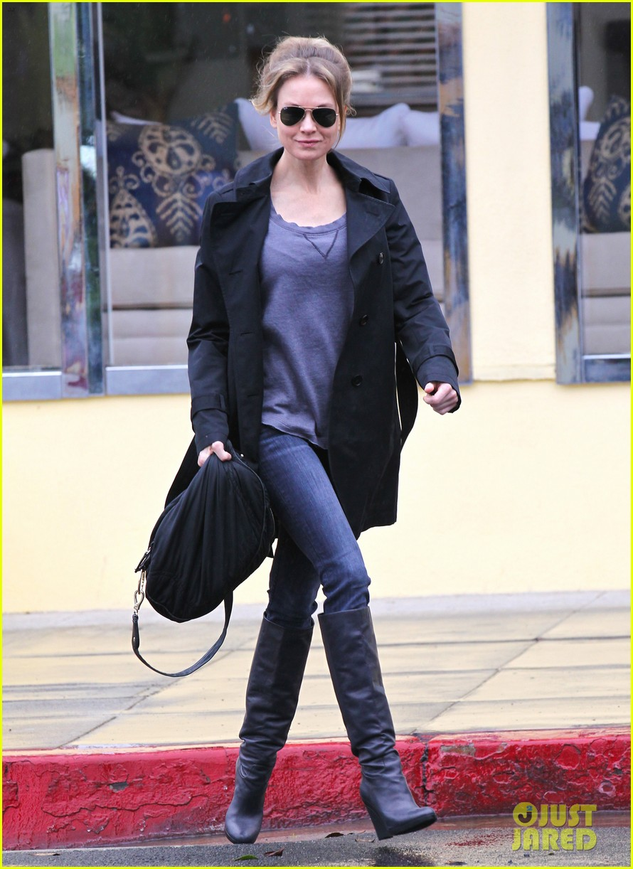 renee zellweger busy in brentwood 072799233