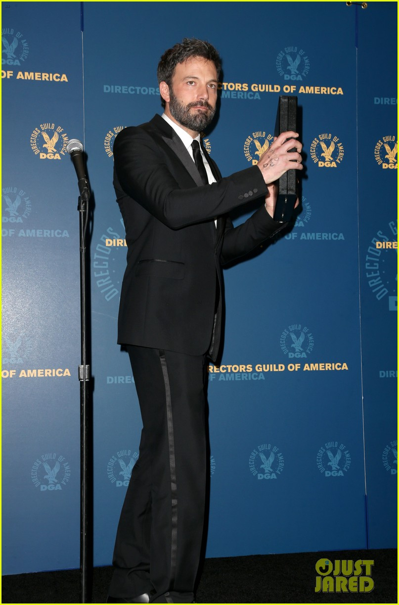 ben affleck wins dga award 2013 despite oscar snub 032803740