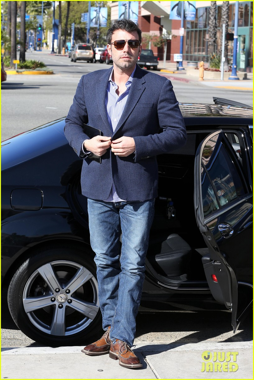 ben affleck shaves beard post oscar win first pictures 01