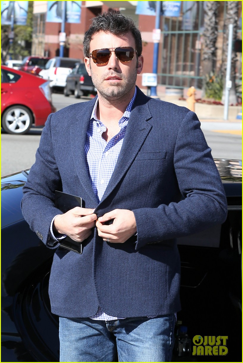 ben affleck shaves beard post oscar win first pictures 022822484