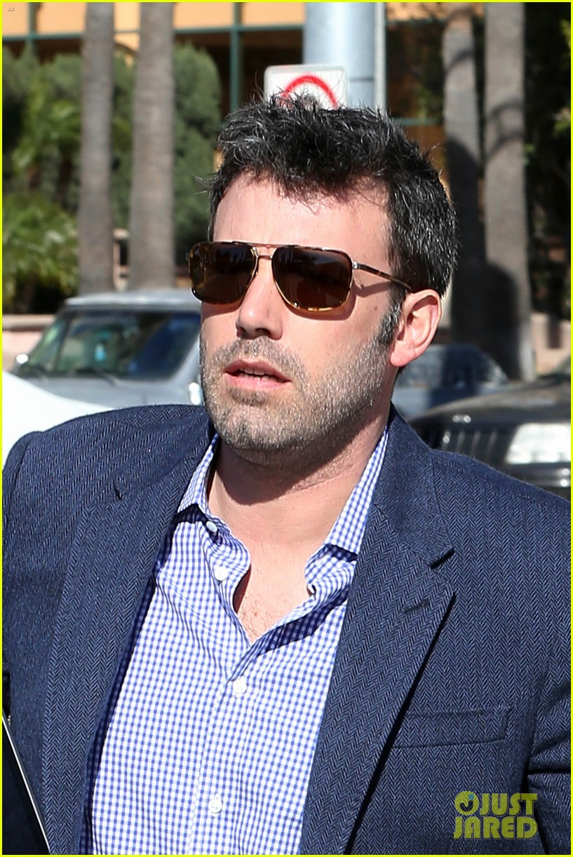 ben affleck shaves beard post oscar win first pictures 092822491