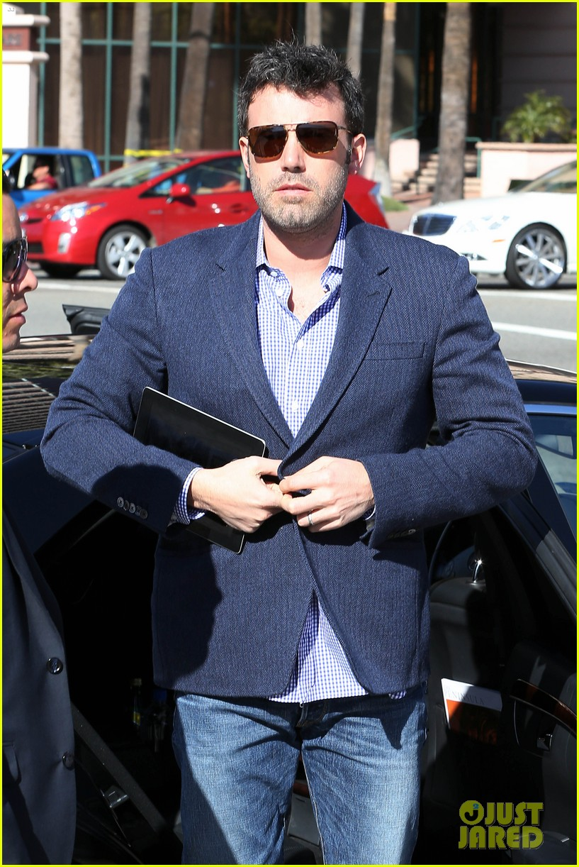 ben affleck shaves beard post oscar win first pictures 102822492