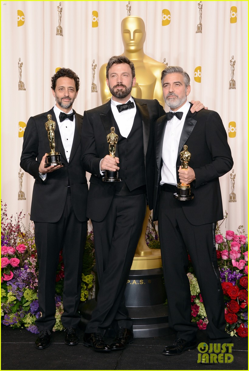 ben affleck george clooney win best picture oscar 2013 032819919