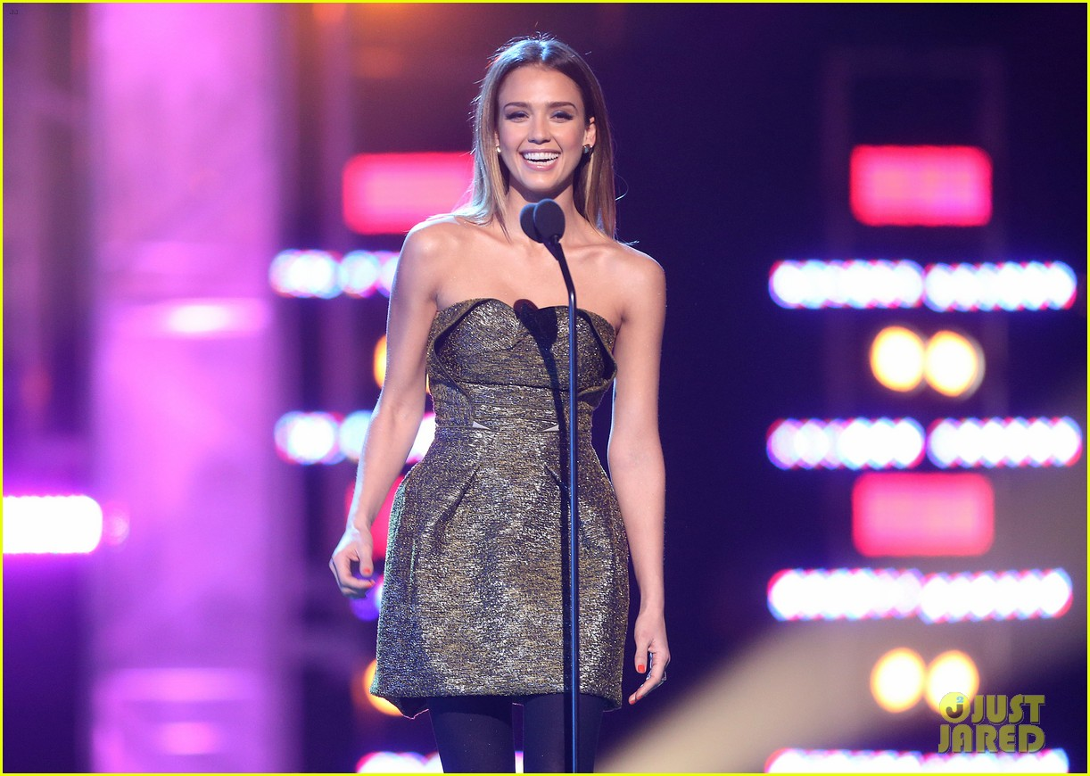 jessica alba ryan lochte hall of game awards 2013 082808528