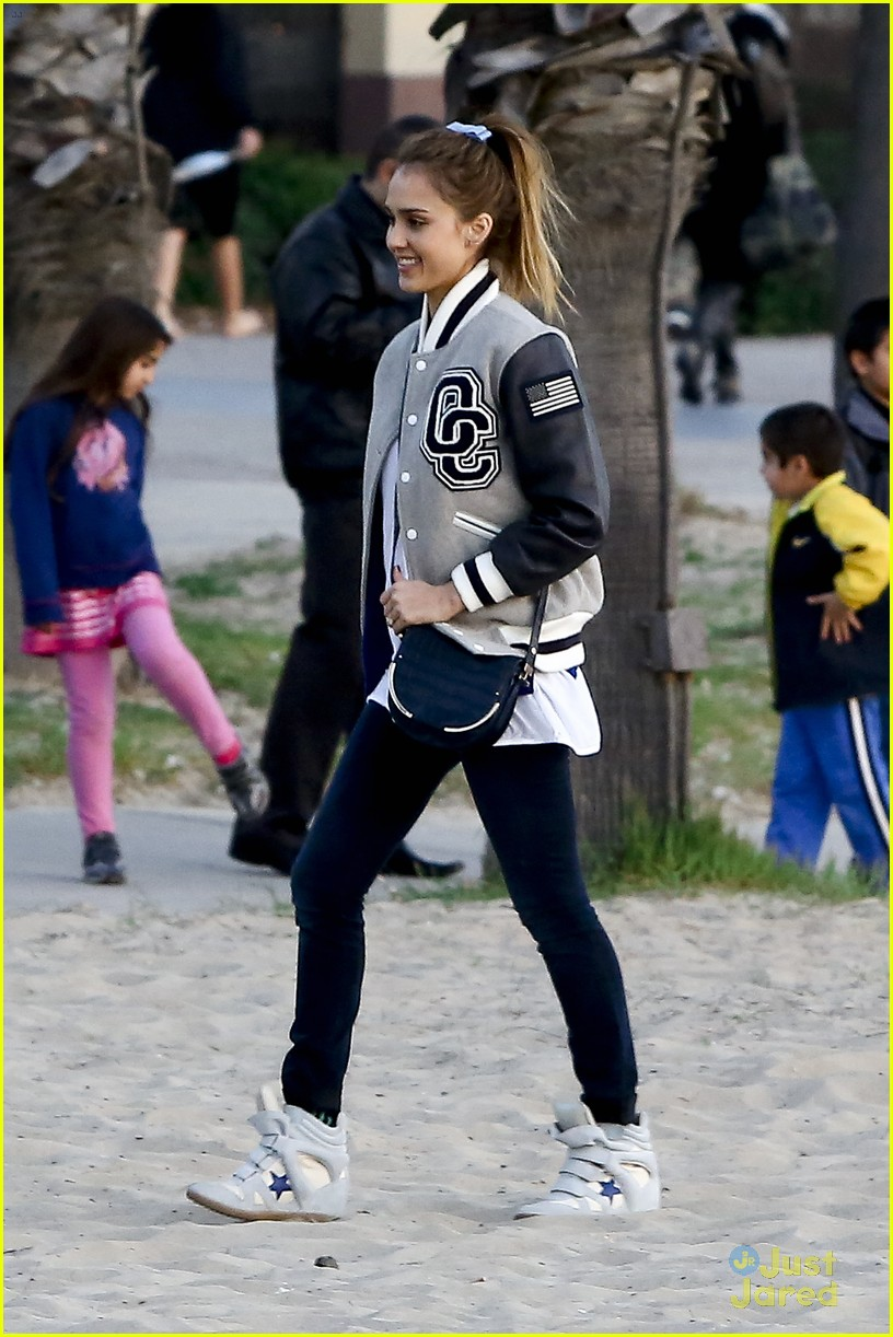 jessica alba im not as crazy as my escape from planet earth character 152815304