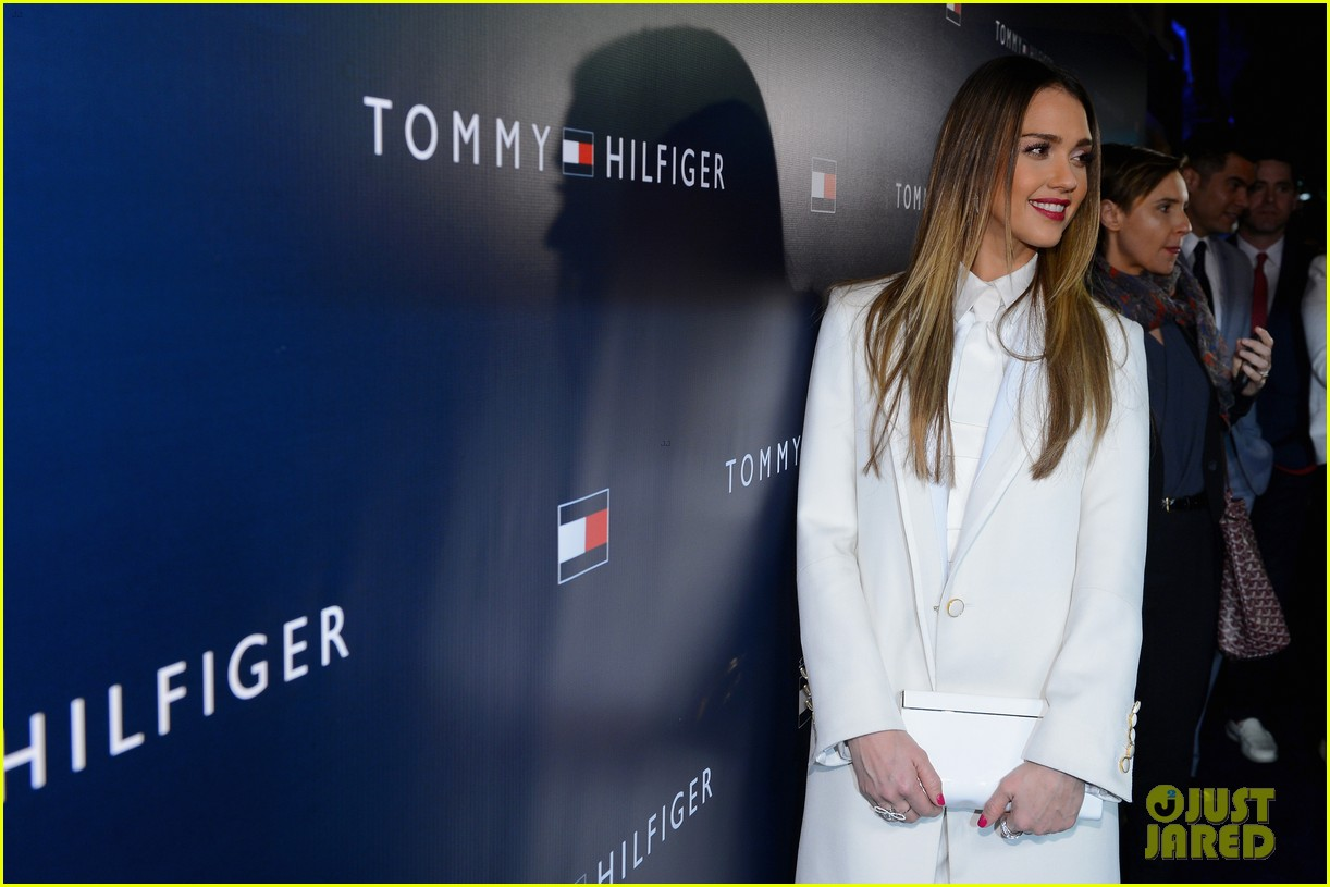 jessica alba drew barrymore tommy hilfiger store opening 102811763