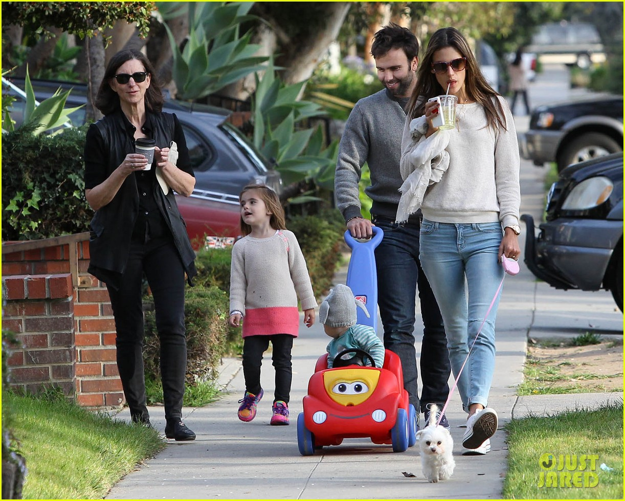 alessandra ambrosio jamie mazur family friday 06