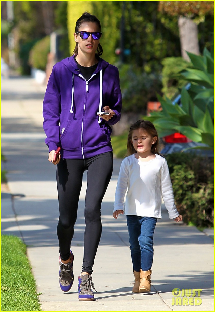 alessandra ambrosio park day with the family 06