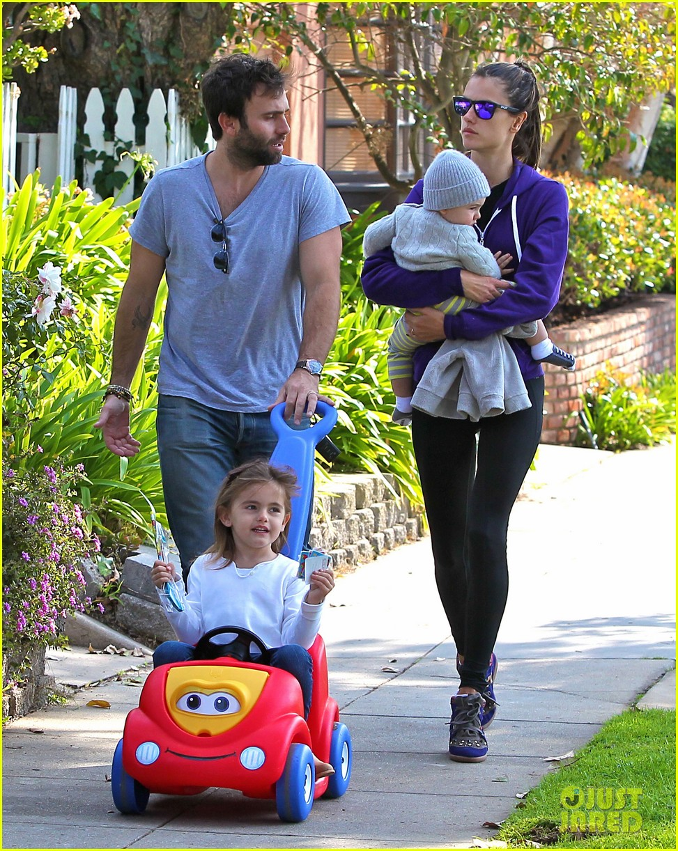 alessandra ambrosio park day with the family 132815160
