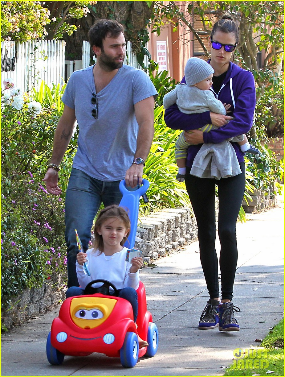 alessandra ambrosio park day with the family 142815161