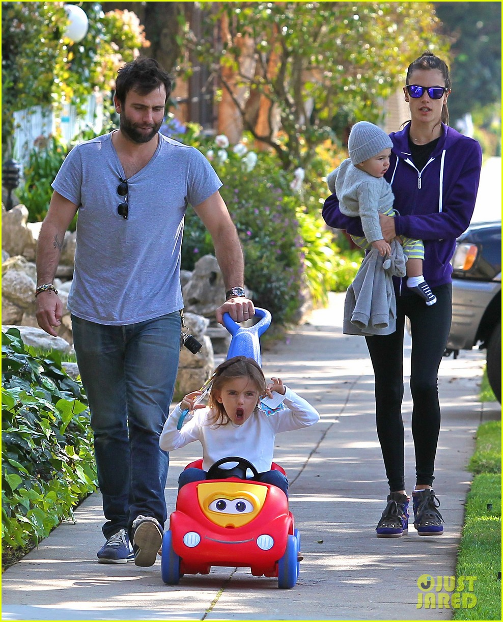 alessandra ambrosio park day with the family 152815162