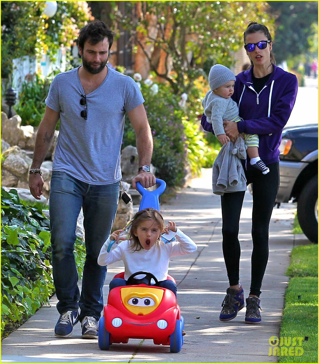 alessandra ambrosio park day with the family 162815163