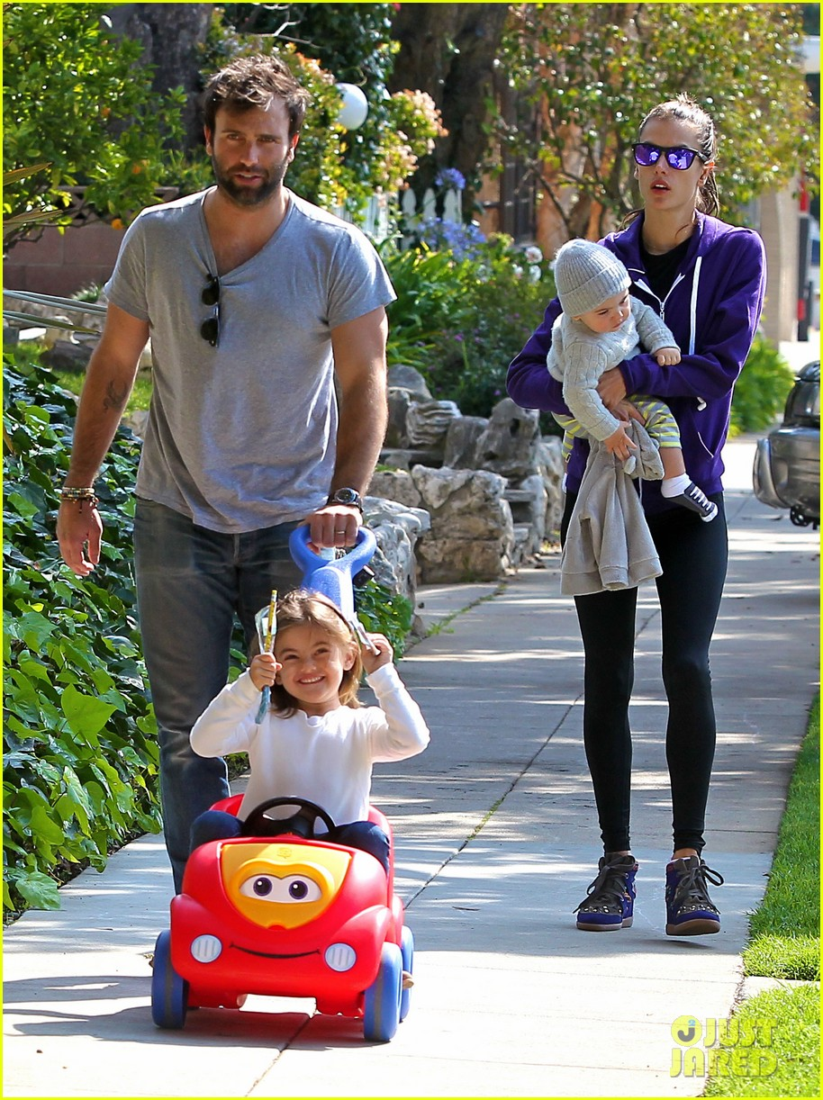 alessandra ambrosio park day with the family 182815165