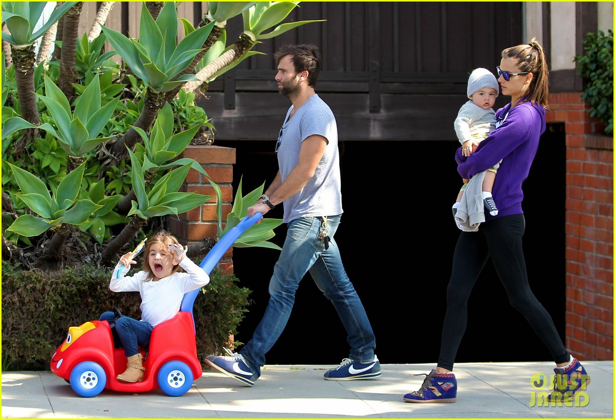 alessandra ambrosio park day with the family 202815167