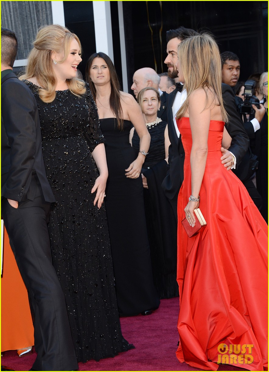 jennifer aniston oscars 2013 with justin theroux 042819107