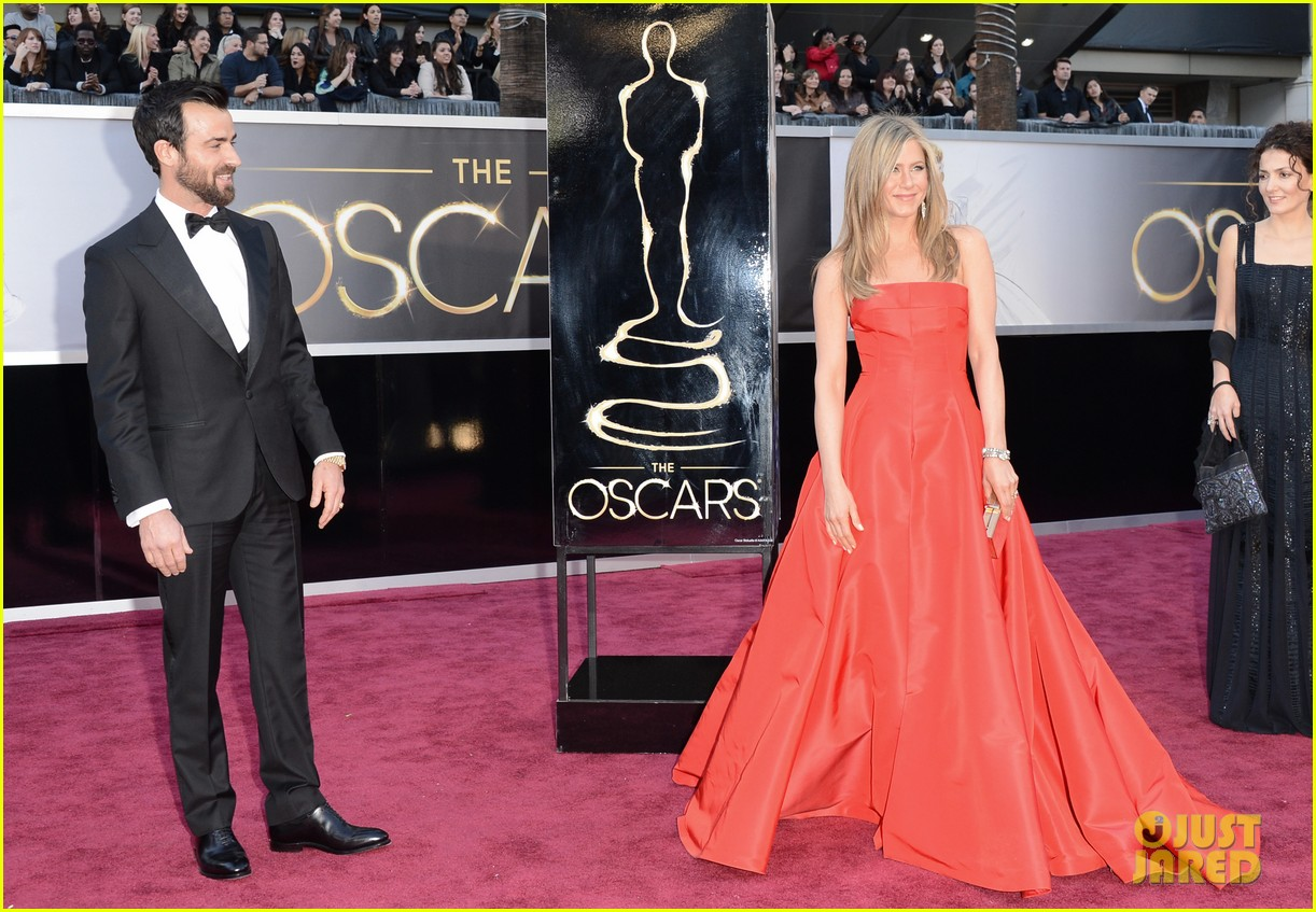jennifer aniston oscars 2013 with justin theroux 062819109