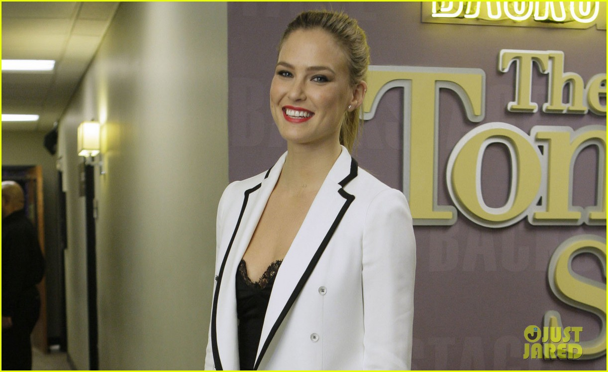 bar refaeli jay leno tries to recreate go daddy kiss 032806373