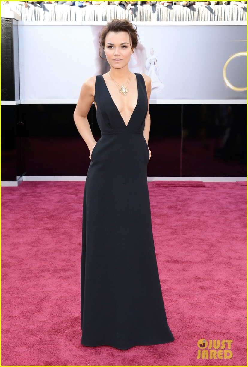 jennifer aniston oscars 2013 red carpet 01