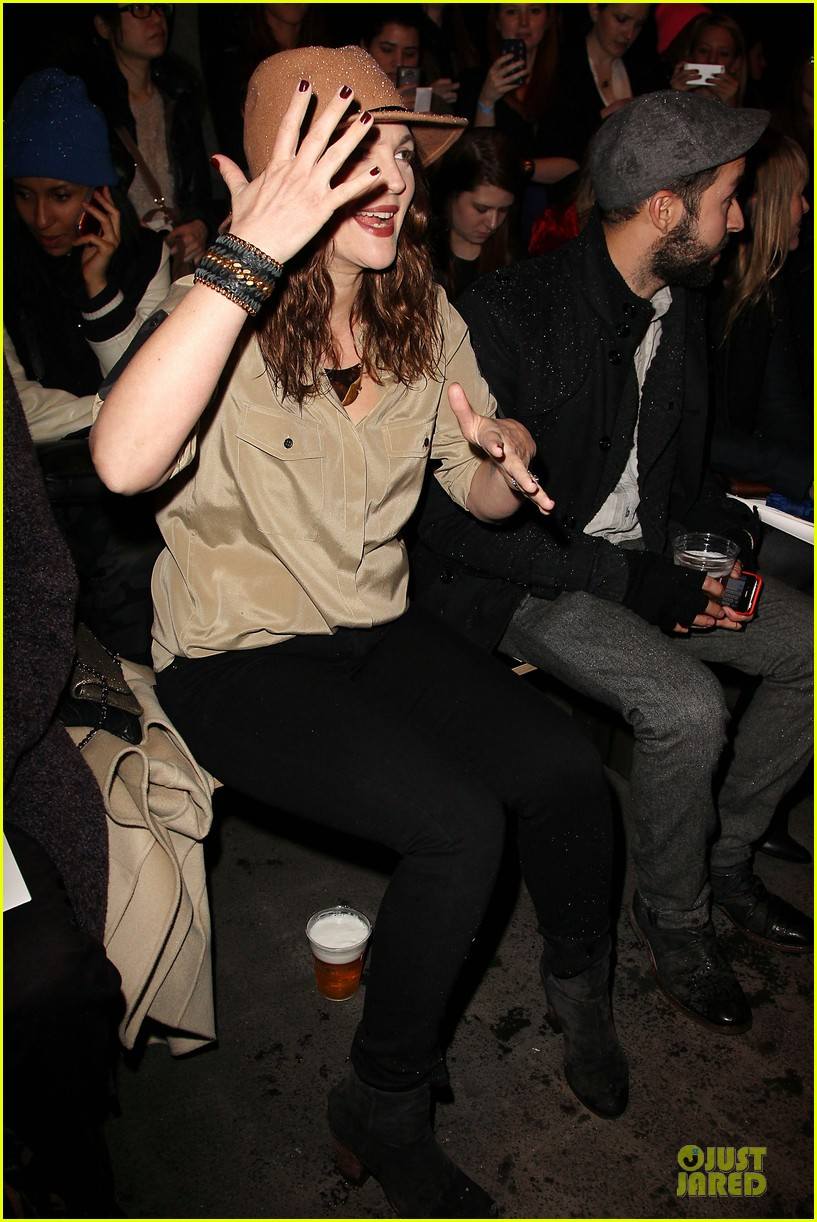 drew barrymore rag bone fashion show 032807564