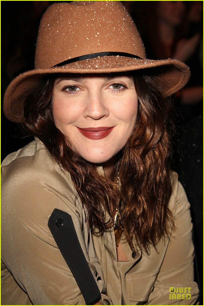 drew barrymore rag bone fashion show 042807565