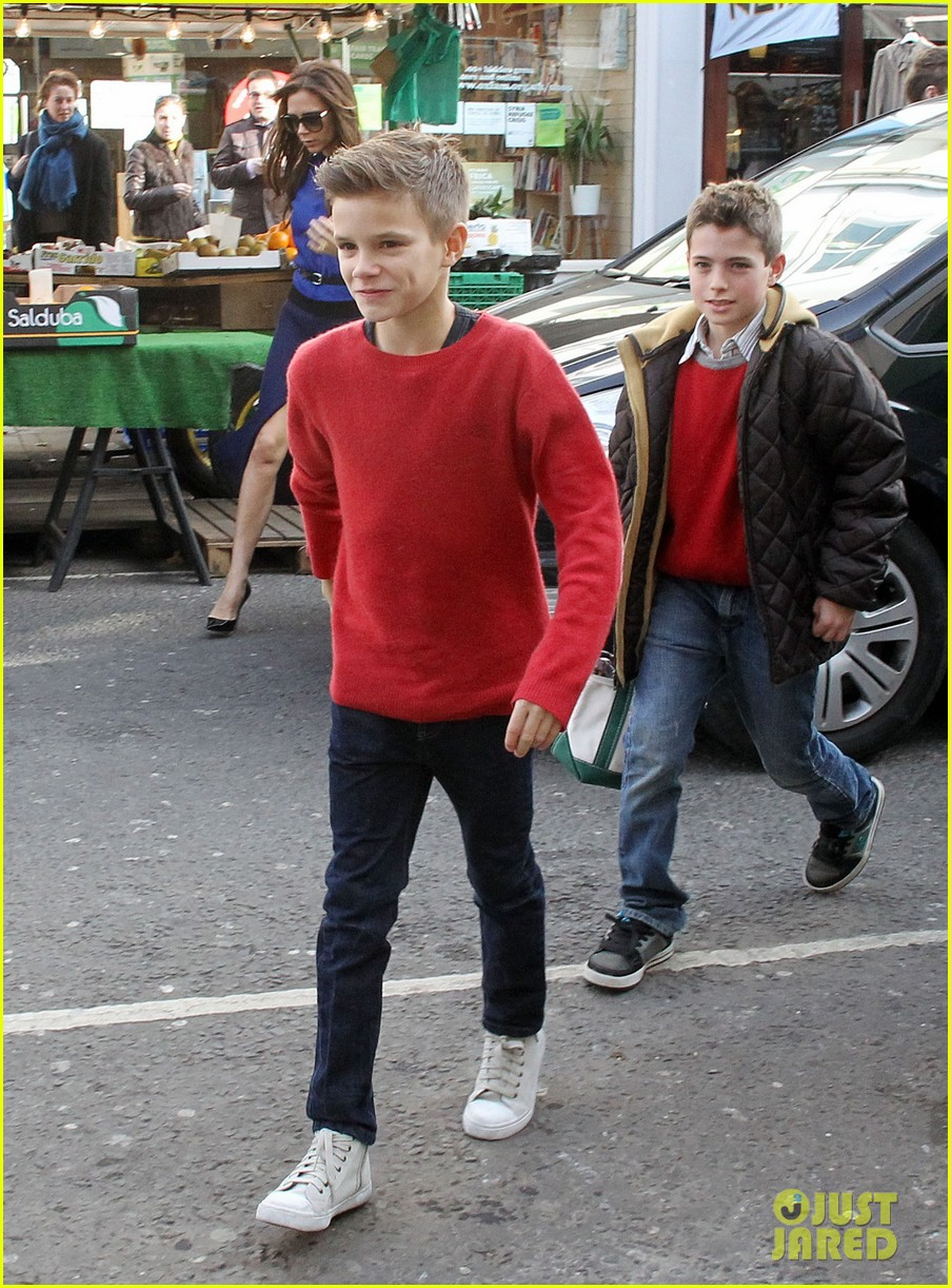 victoria david beckham cruzs birthday party with the family 032814469