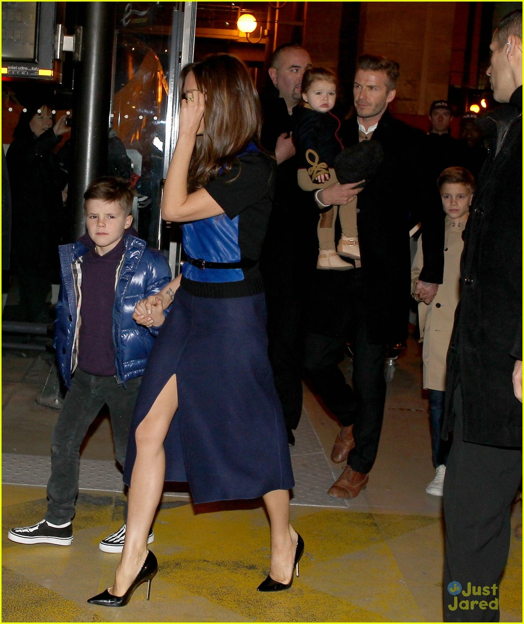 victoria david beckham eurostar trip to paris with the kids 092814697