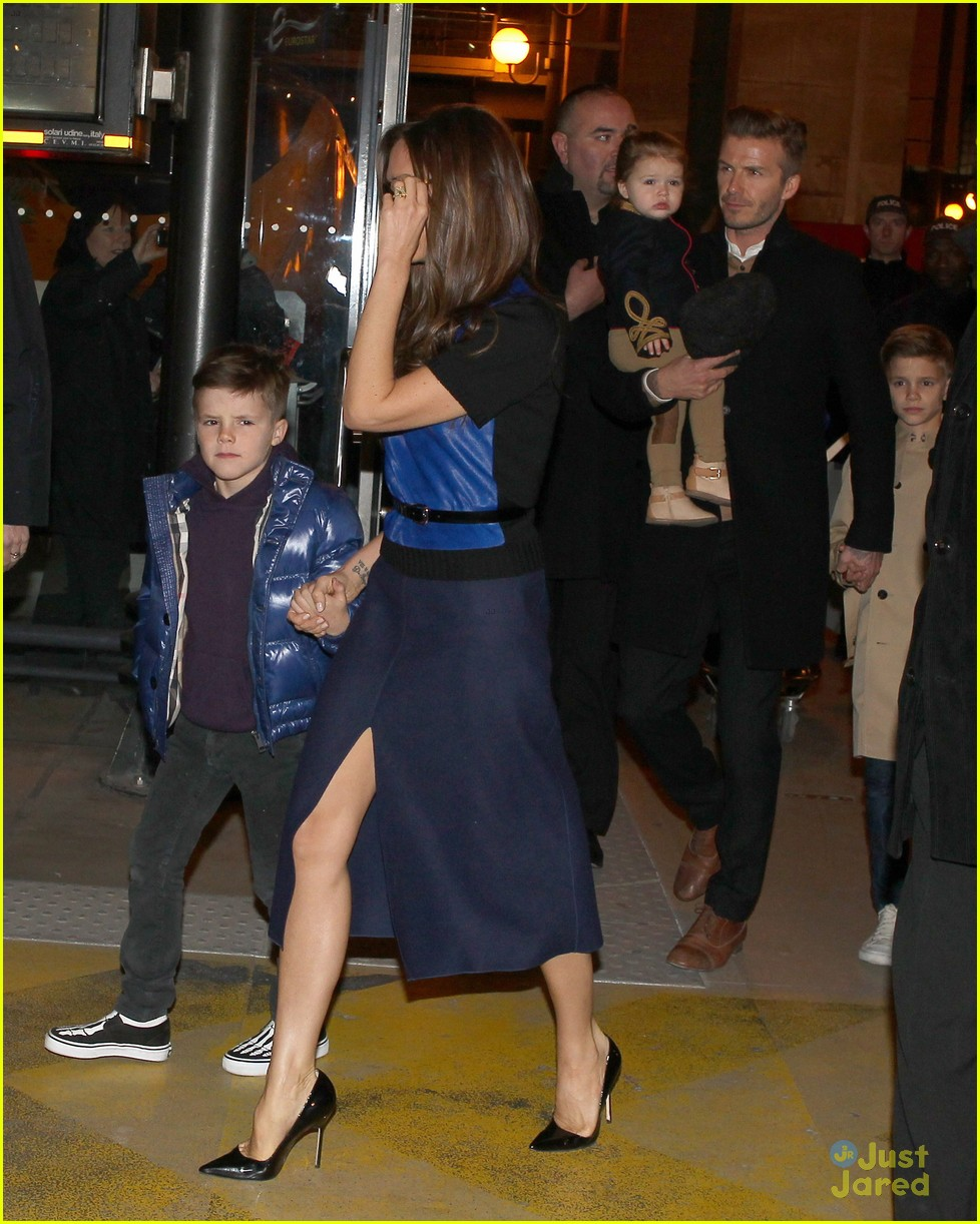 victoria david beckham eurostar trip to paris with the kids 102814698
