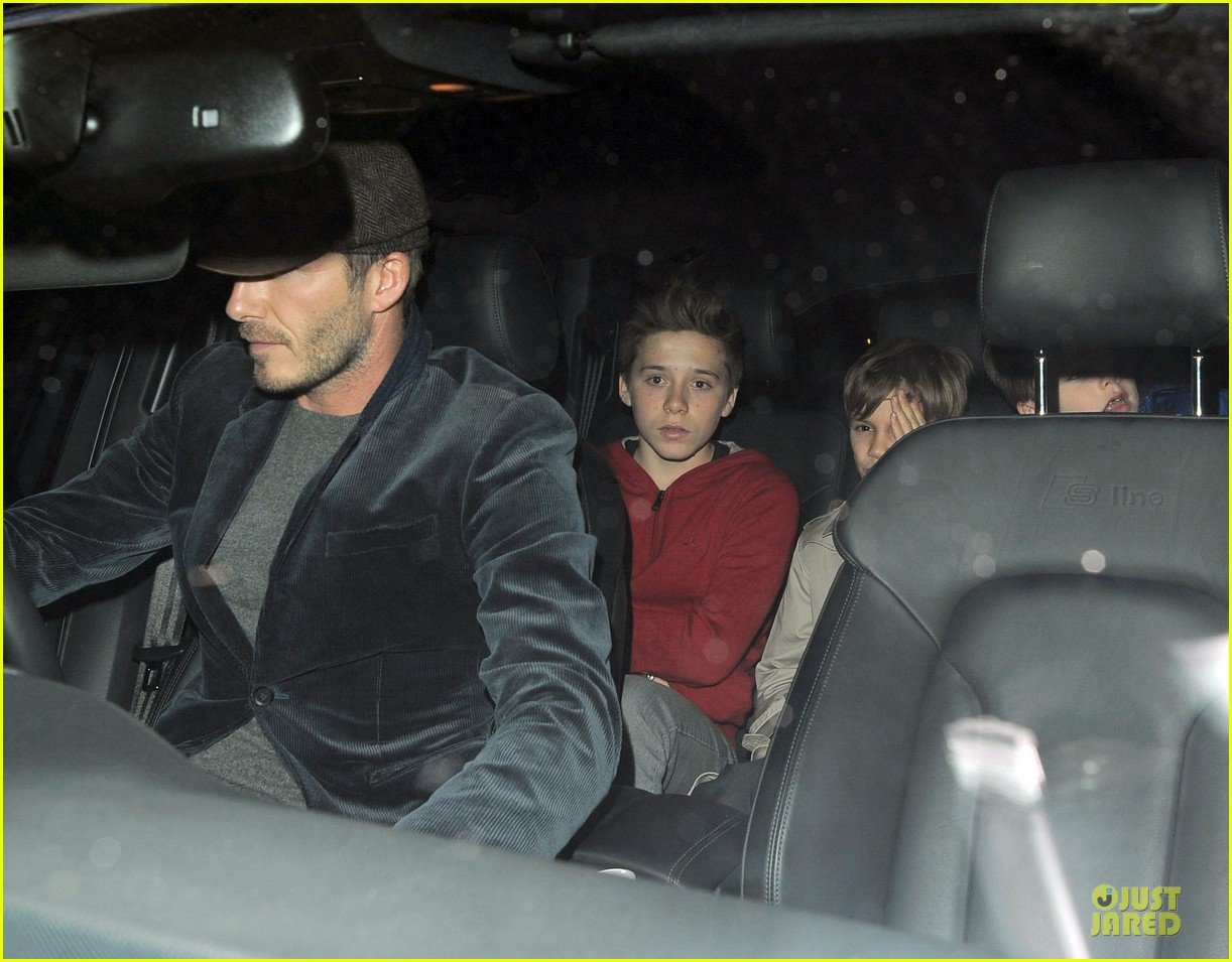 david beckham tamarind restaurant dinner with the boys 14