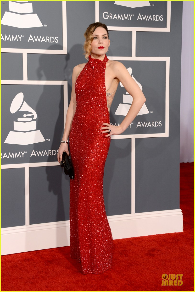 natasha bedingfield skylar grey 2013 grammys red carpet 03