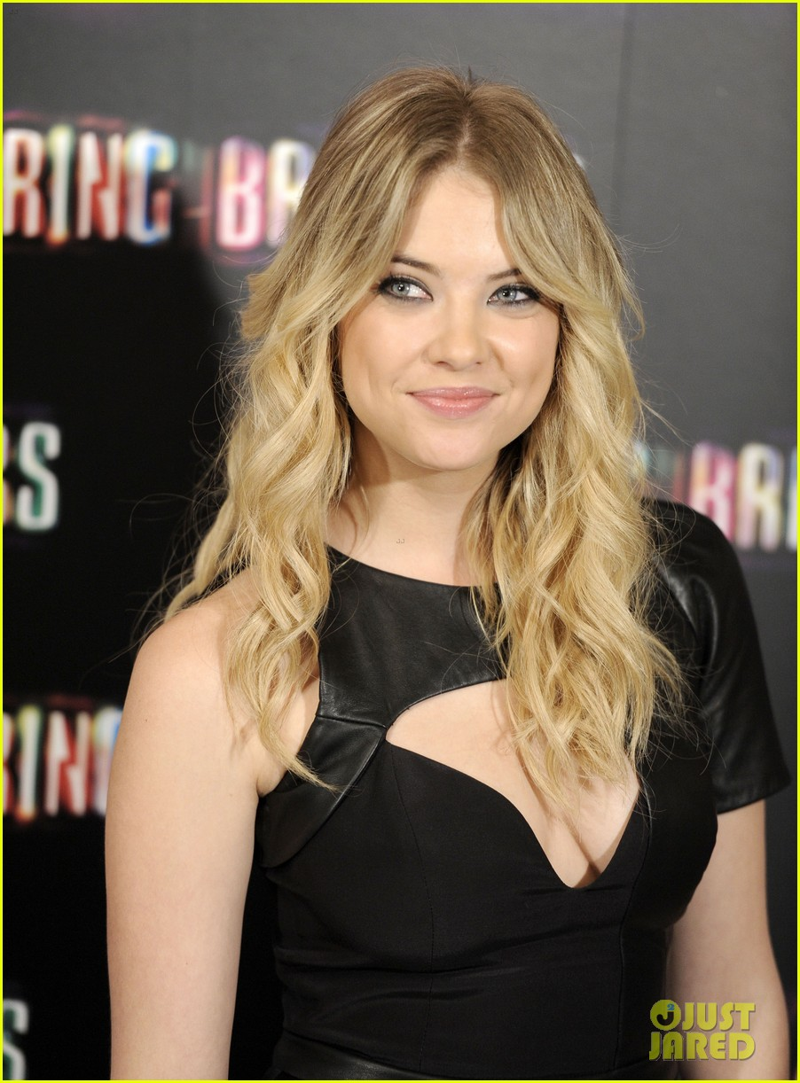 ashley benson rachel korine spring breakers madrid photo call 03